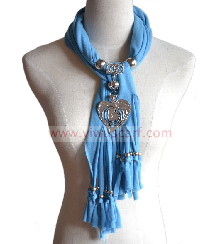 Large heart alloy pendant scarf