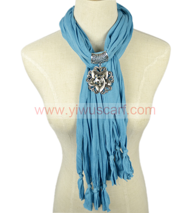 Flowers Pendant Scarf Natural Color for Winter