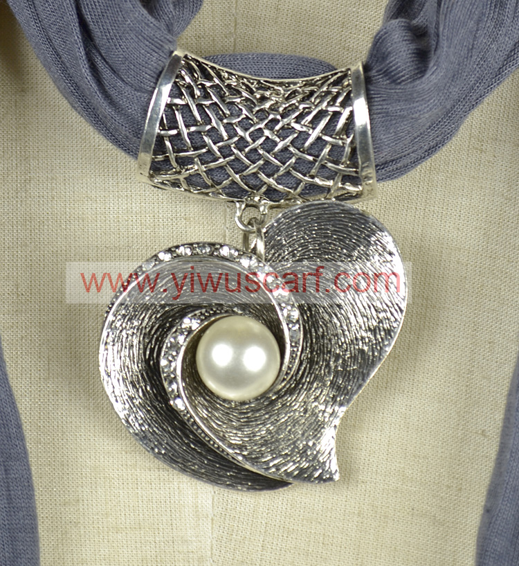 Pendant jewelry for scarf