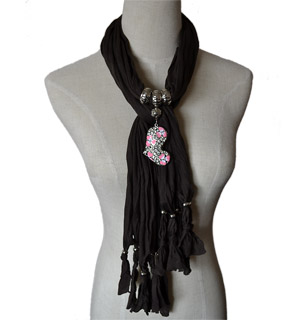 Hot Fashion Jewelry Scarf with Heart Pendant