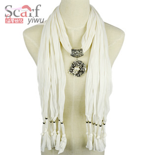 Pearl alloy pendant scarf