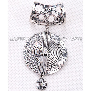 Circular pattern alloy pendant for scarf