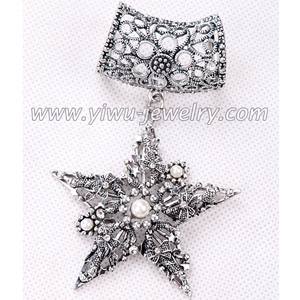 Star models scarves pendant accessories